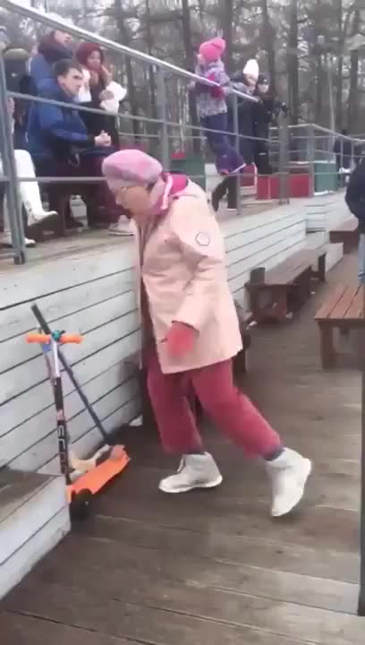 ⁣Grandma break dancing with confidence