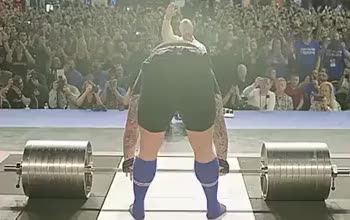 ⁣Here we have The Mountain lifting 1,041lbs. (472kg)