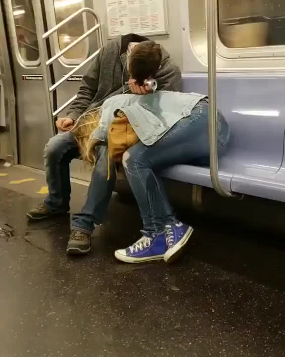 Love in the metro
