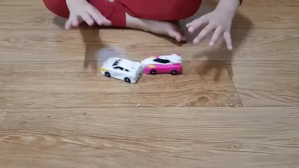 ⁣Two little cars turn into a unicorn
